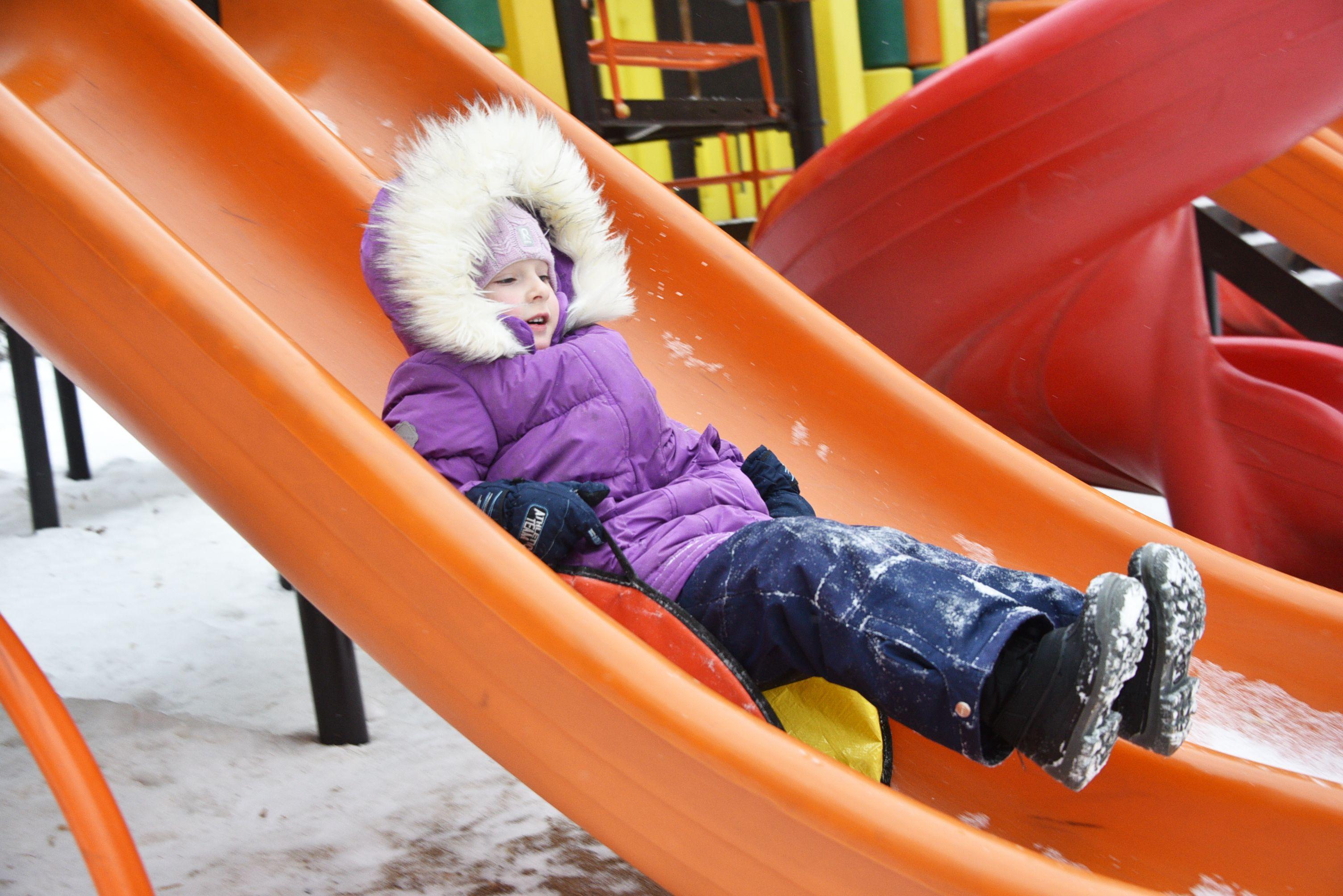 Новые детские площадки обустроят для мальчишек и девчонок Десеновского
