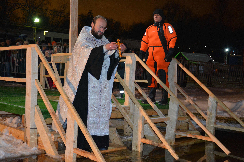 Более десяти тысяч горожан окунулись на Крещение в купели Новой Москвы