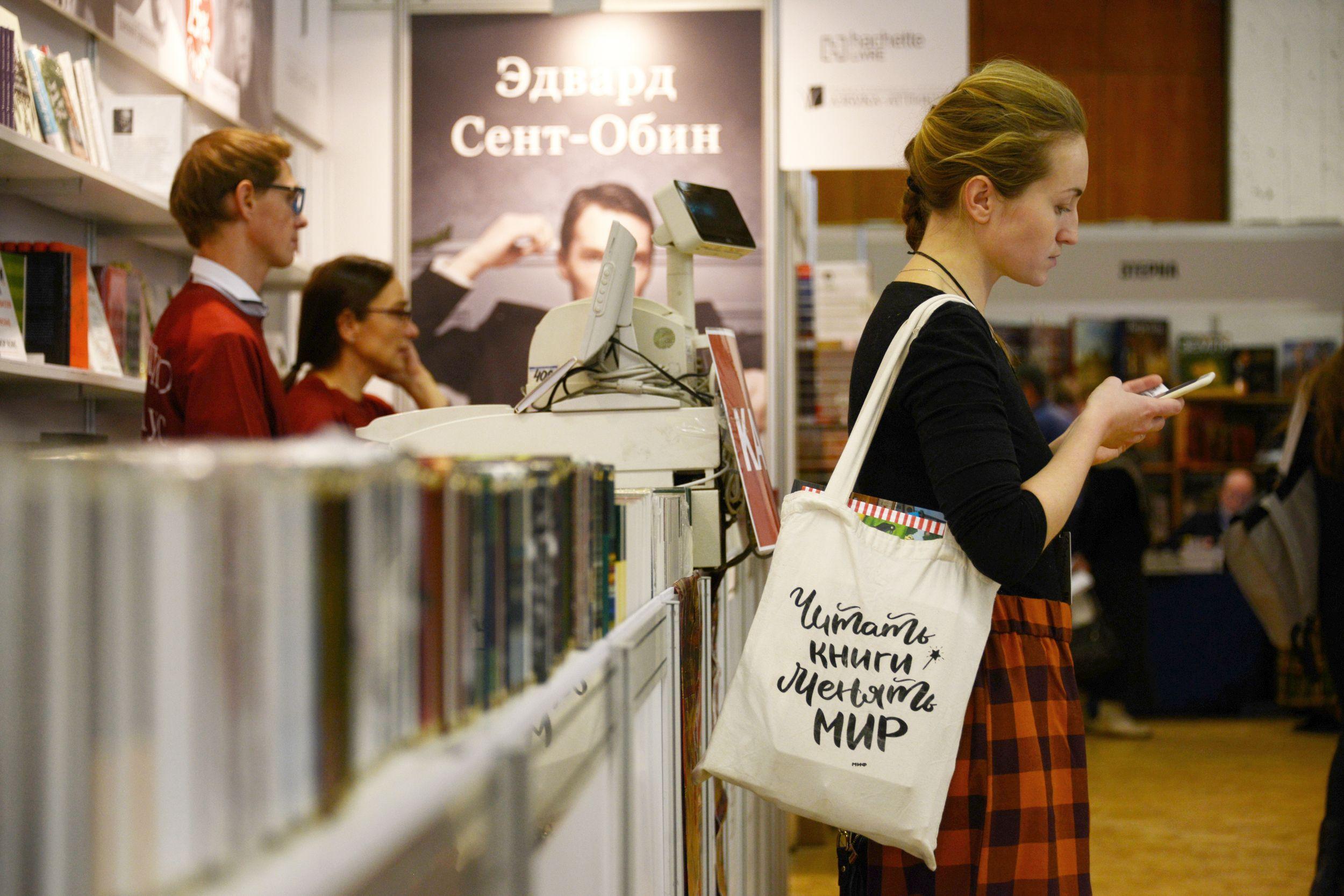 Новый год с книгой: что почитать москвичам за чашечкой чая в зимний вечер