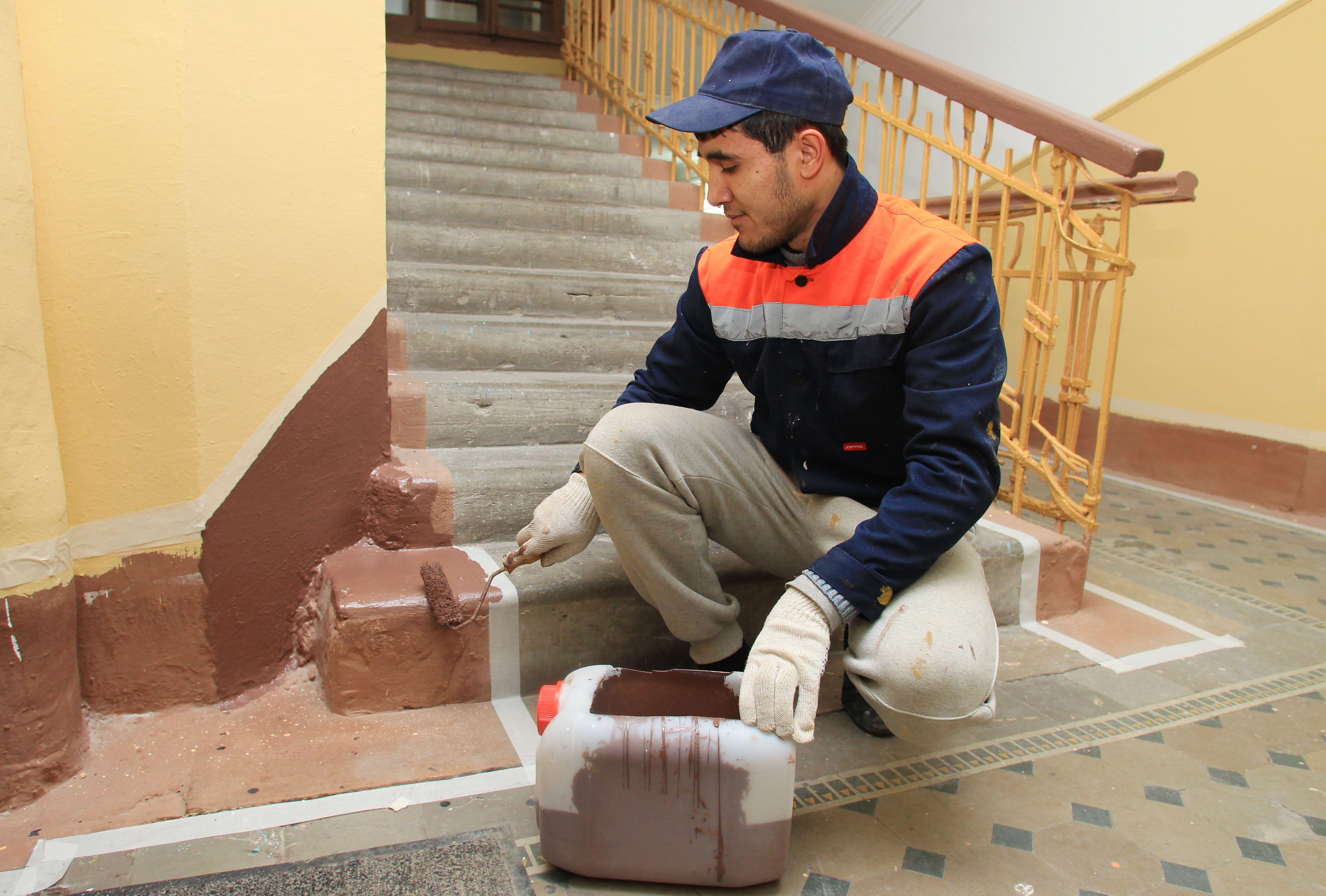 После праздников в Кленовском возобновили капитальный ремонт жилого дома