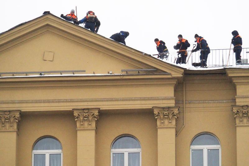 В Москве более десяти тысяч кровельщиков привлечено для расчистки крыш