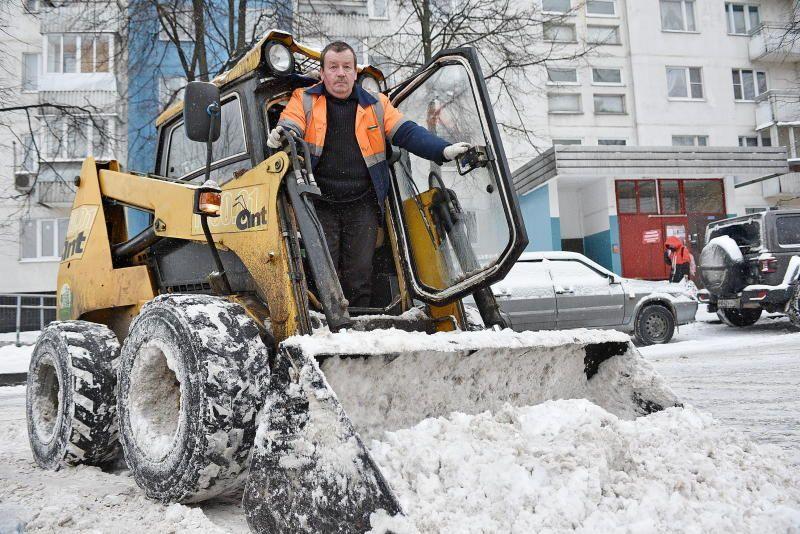 Всего с начала сезона вывезли 3620 кубических метров снега. Фото: Пелагия Замятина, «Вечерняя Москва»