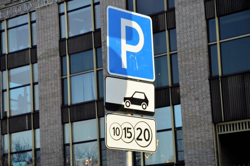 Автовладельцы столицы подали примерно 18 тысяч заявок на парковочные разрешения с начала года