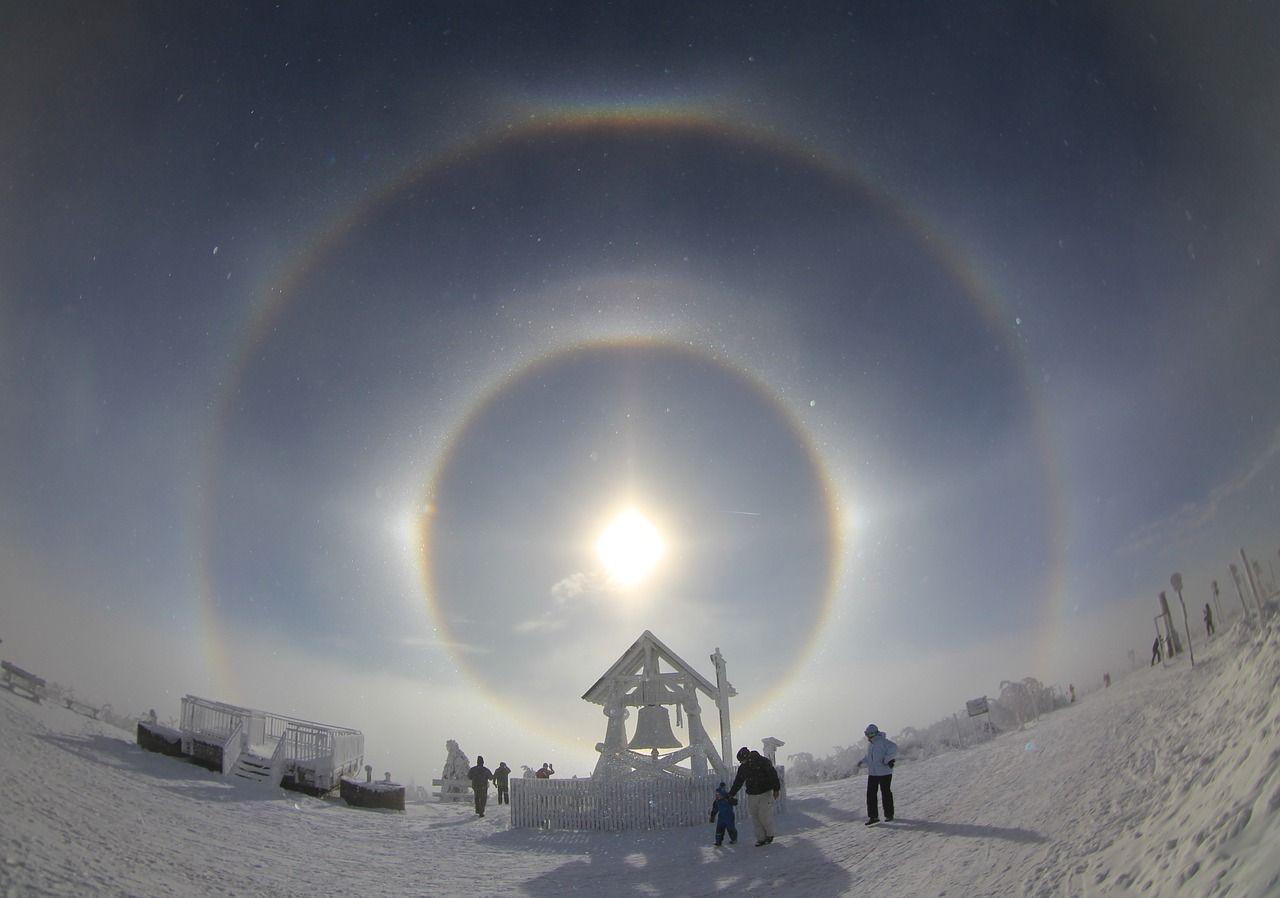 Морозы спровоцировали появление гало над Москвой