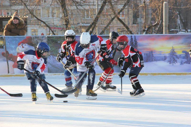 В столичных парках приглашают поиграть в хоккей