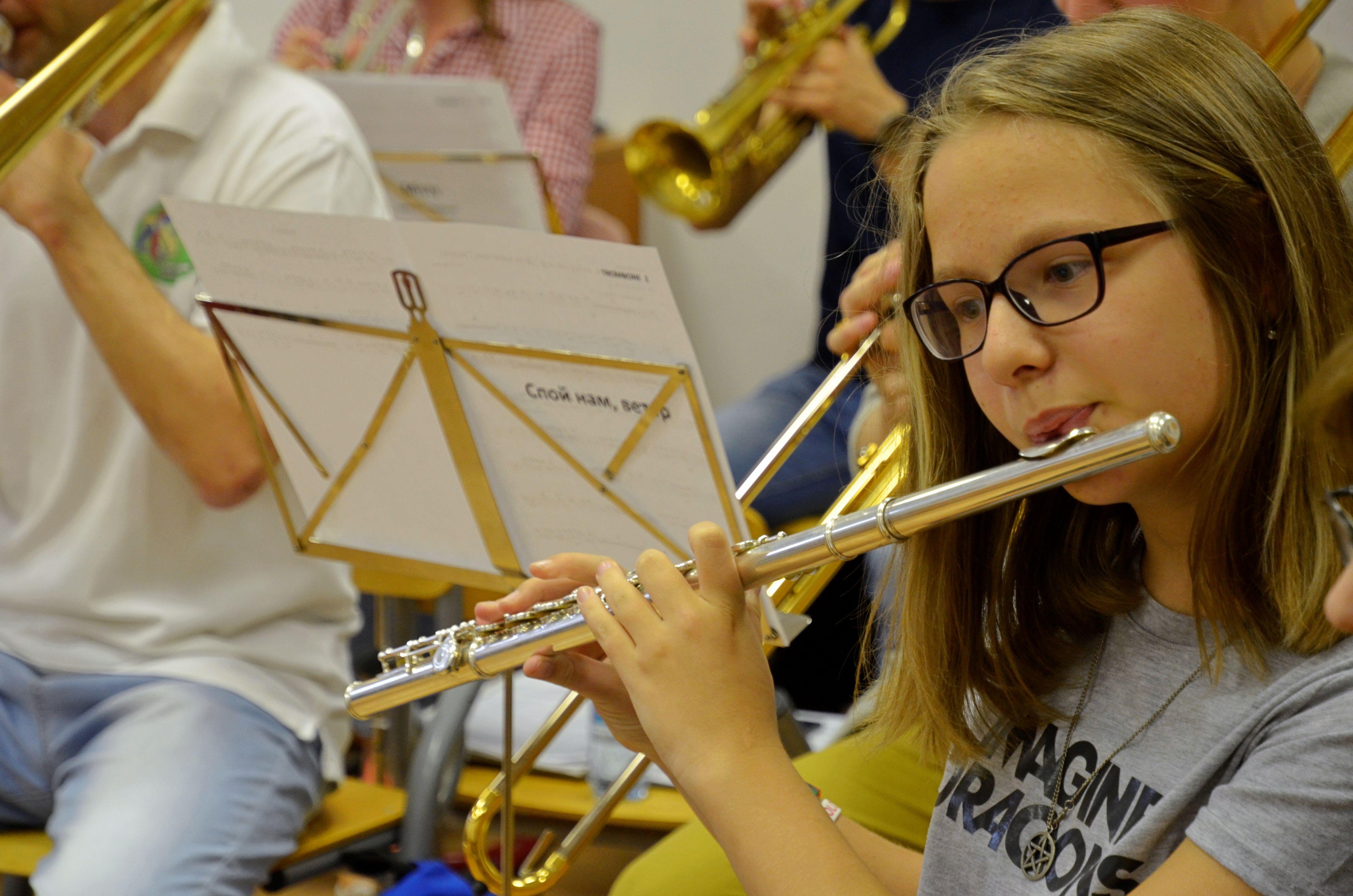 Юные виртуозы выступили с музыкальным концертом в Шишкином Лесу