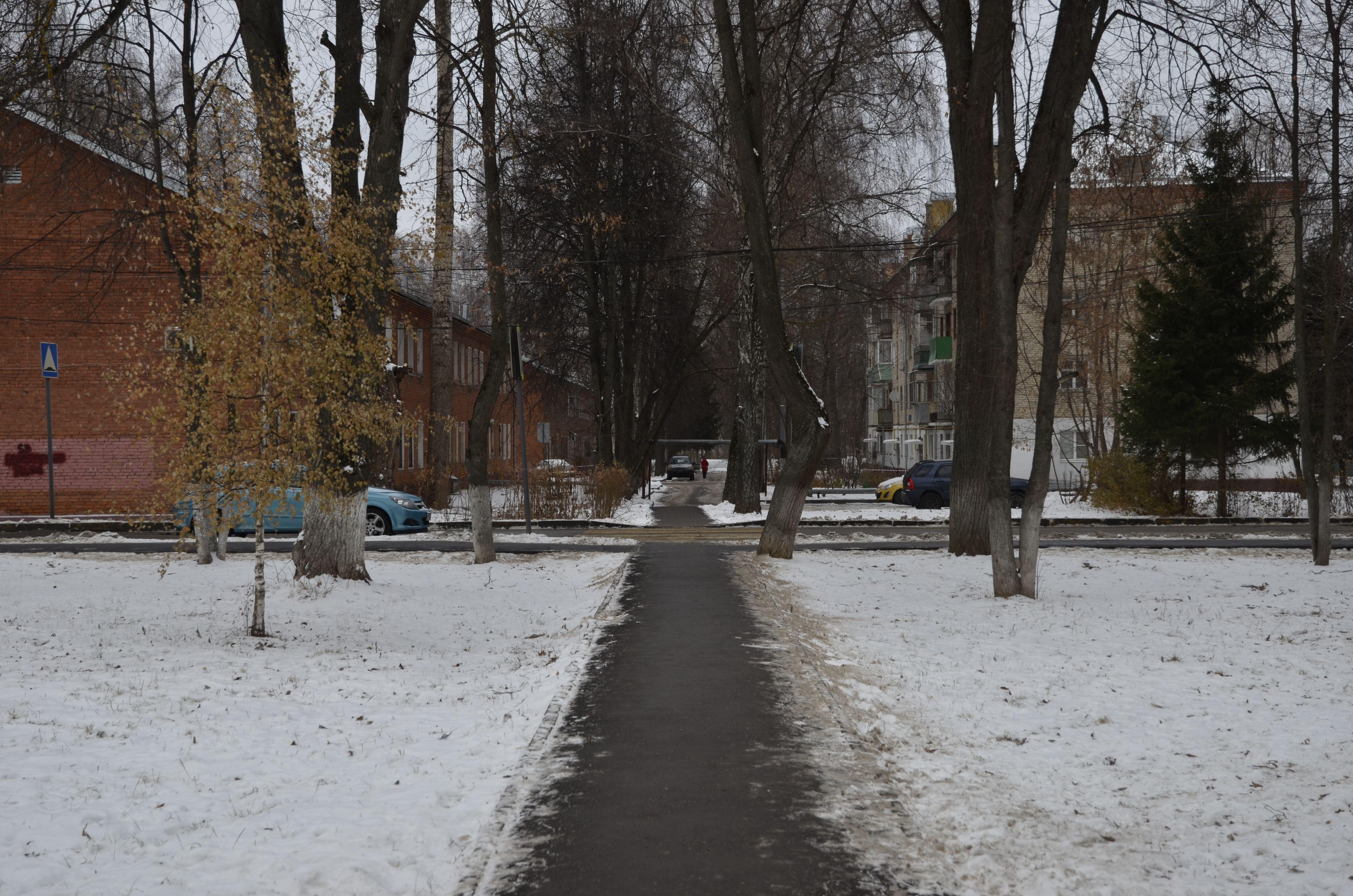 Специалисты положат новый тротуар во Внуковском