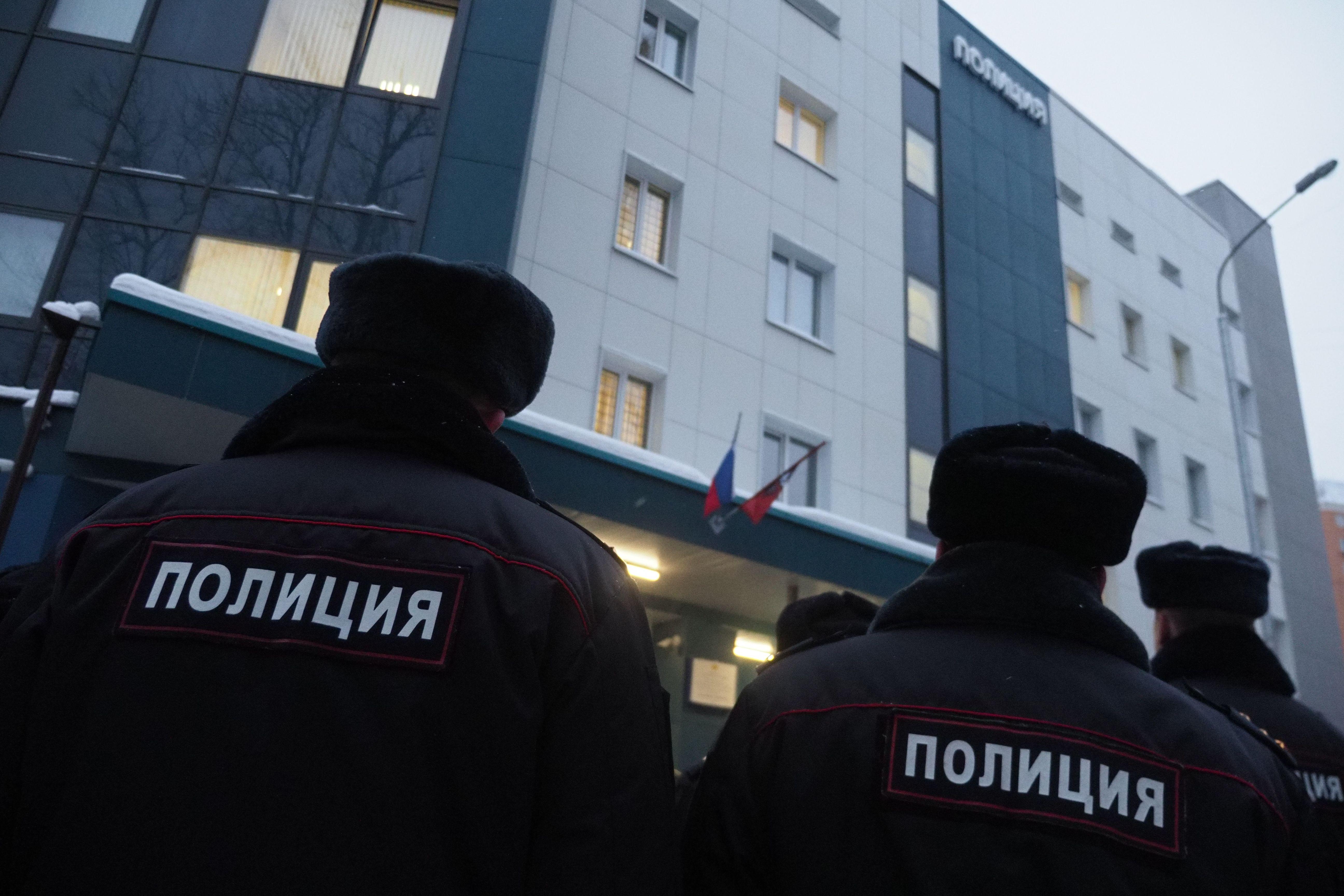 Бездомные напали на москвича с пистолетом и попали в полицию