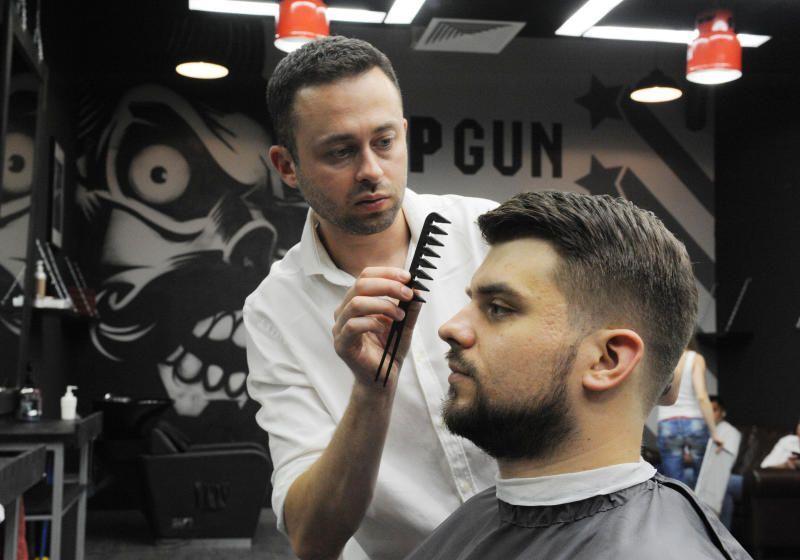 Московский метрополитен пригласил мужчин на бесплатную укладку усов и бороды