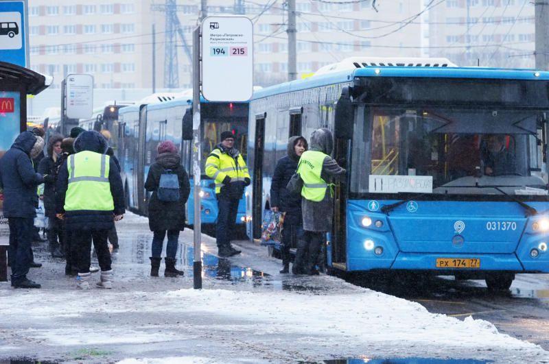 Москвичам рекомендовали ранний подъем из-за закрытия пяти станций метро