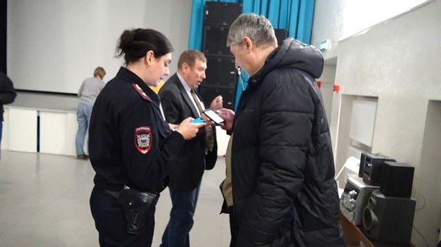 Член Общественного совета при УВД по ТиНАО принял участие в отчёте участковых уполномоченных полиции перед жителями Троицка
