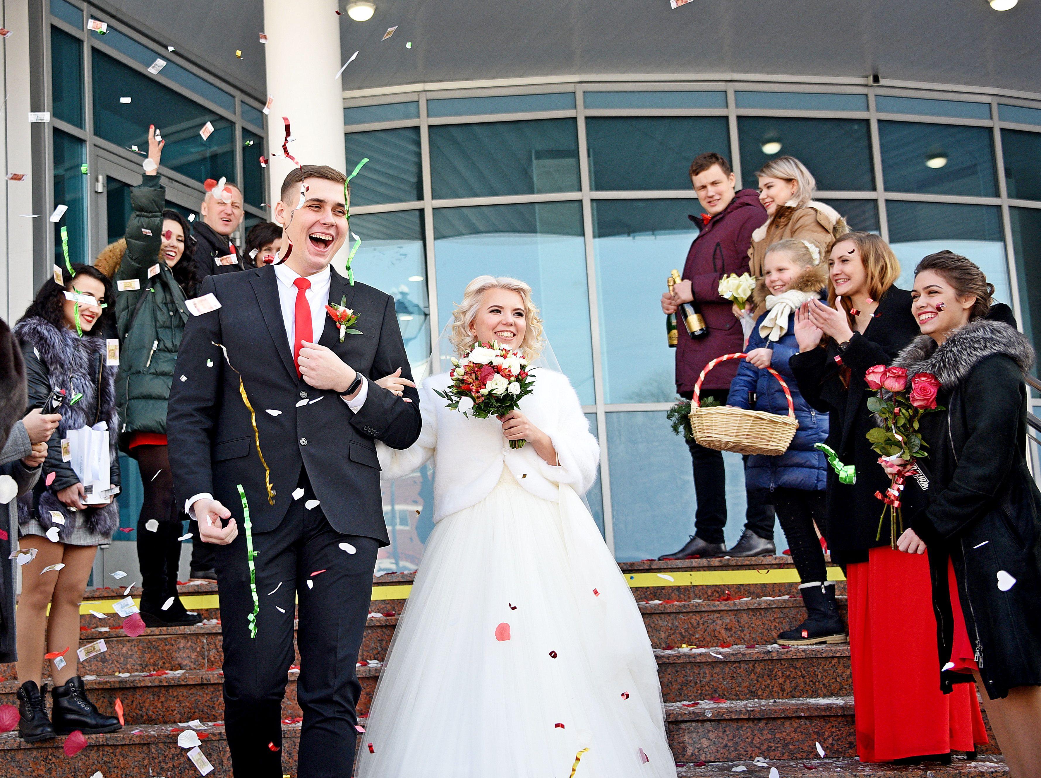 Почти тысяча пар в Москве поженятся 7 и 9 марта