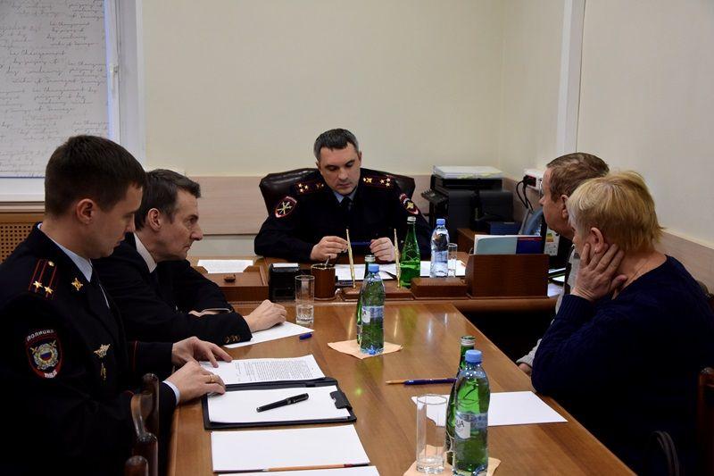 Начальник УВД по ТиНАО Шамиль Сибанов встретился с жителями Троицкого и Новомосковского административных округов города Москвы