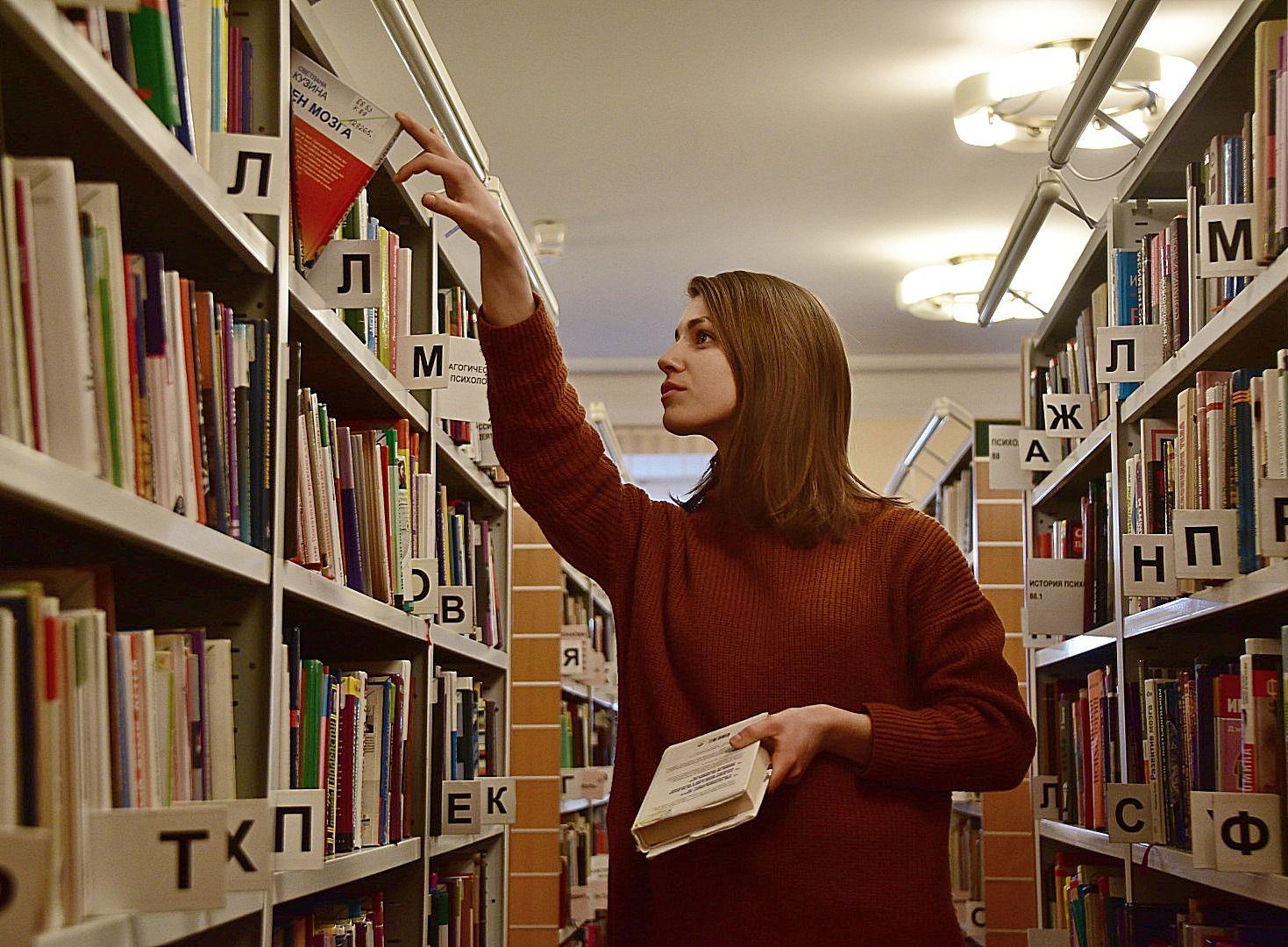 Сотрудники библиотеки Рязановского расскажут о театральной жизни известных актеров
