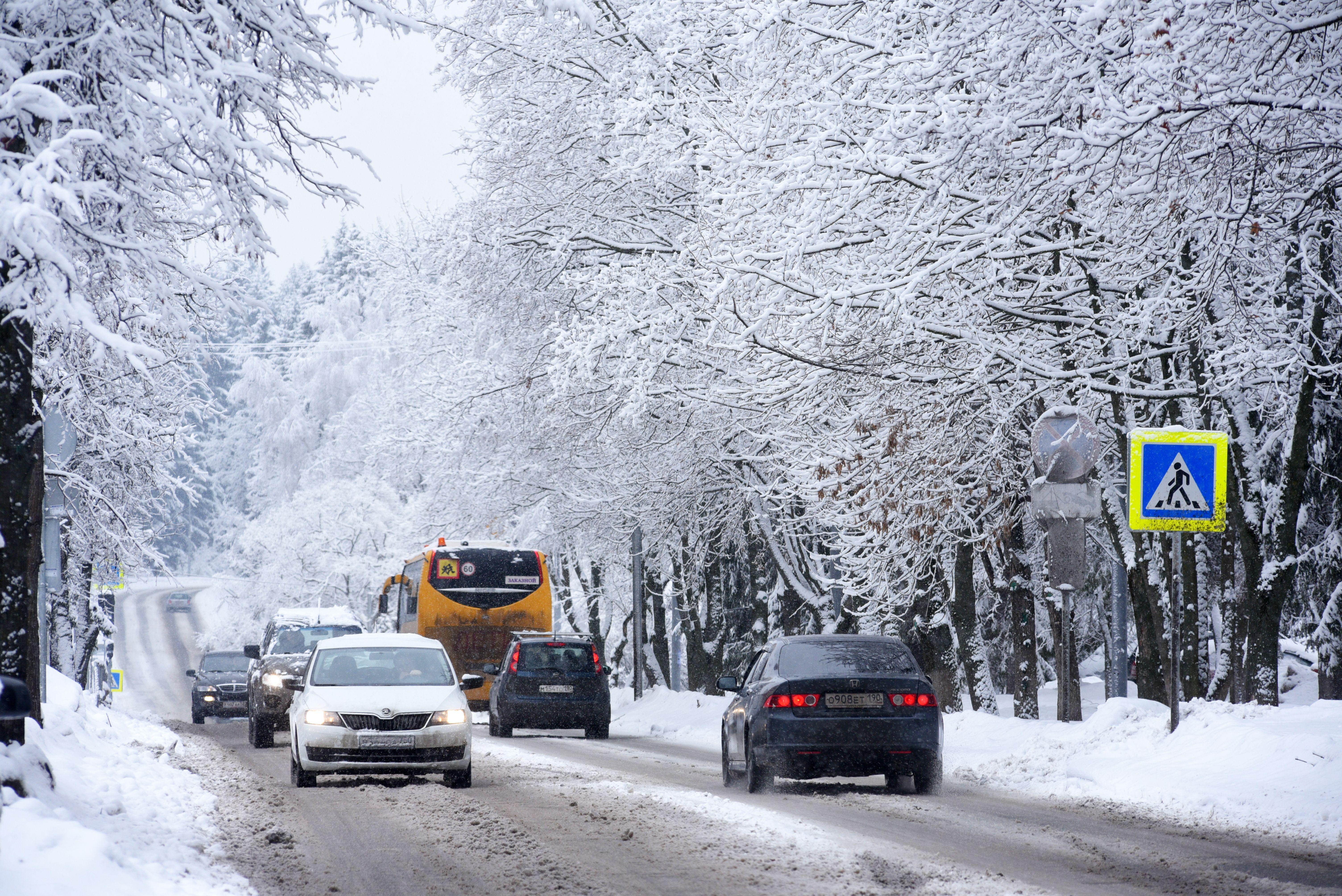Московских водителей попросили пересесть на общественный транспорт