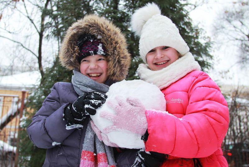 Москвичей ждут снежные и теплые выходные