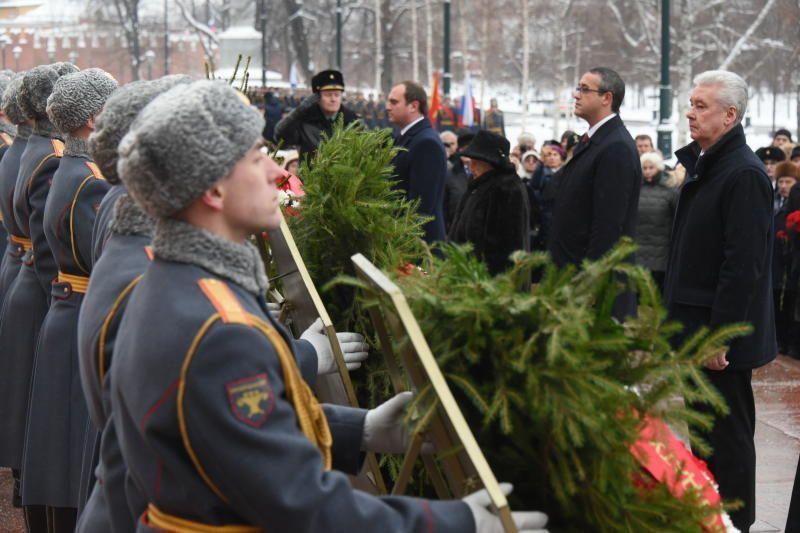 Собянин поздравил ветеранов с 76-й годовщиной победы в Сталинградской битве