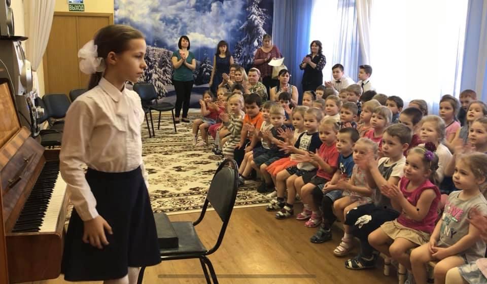 Артисты из Детской школы искусств «Дар» выступили для малышей из Рязановского