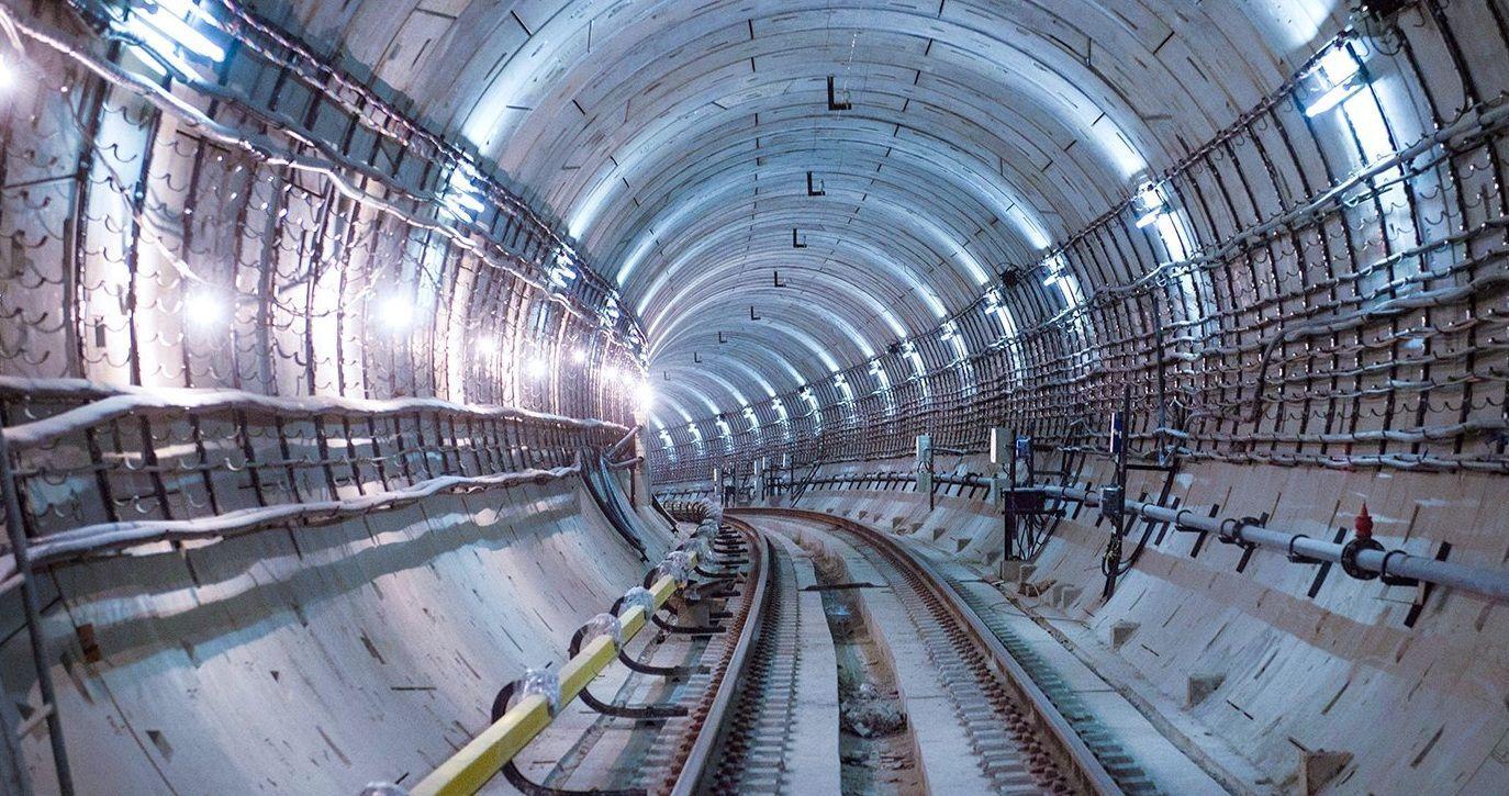 Виброустойчивые светильники установят в тоннелях метро Москвы