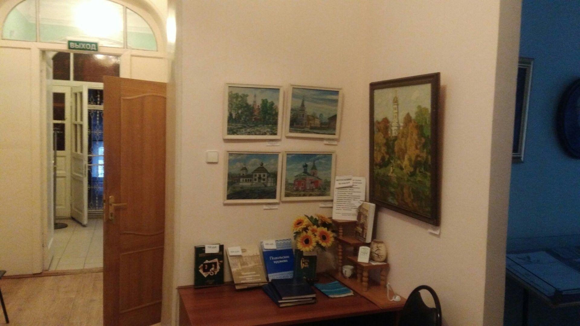 Картины в музее с видами усадьбы. Фото: Максим Землянский