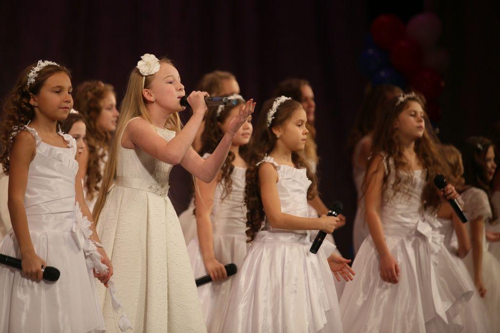 Девочки из Воскресенского прочитают стихотворения о Родине