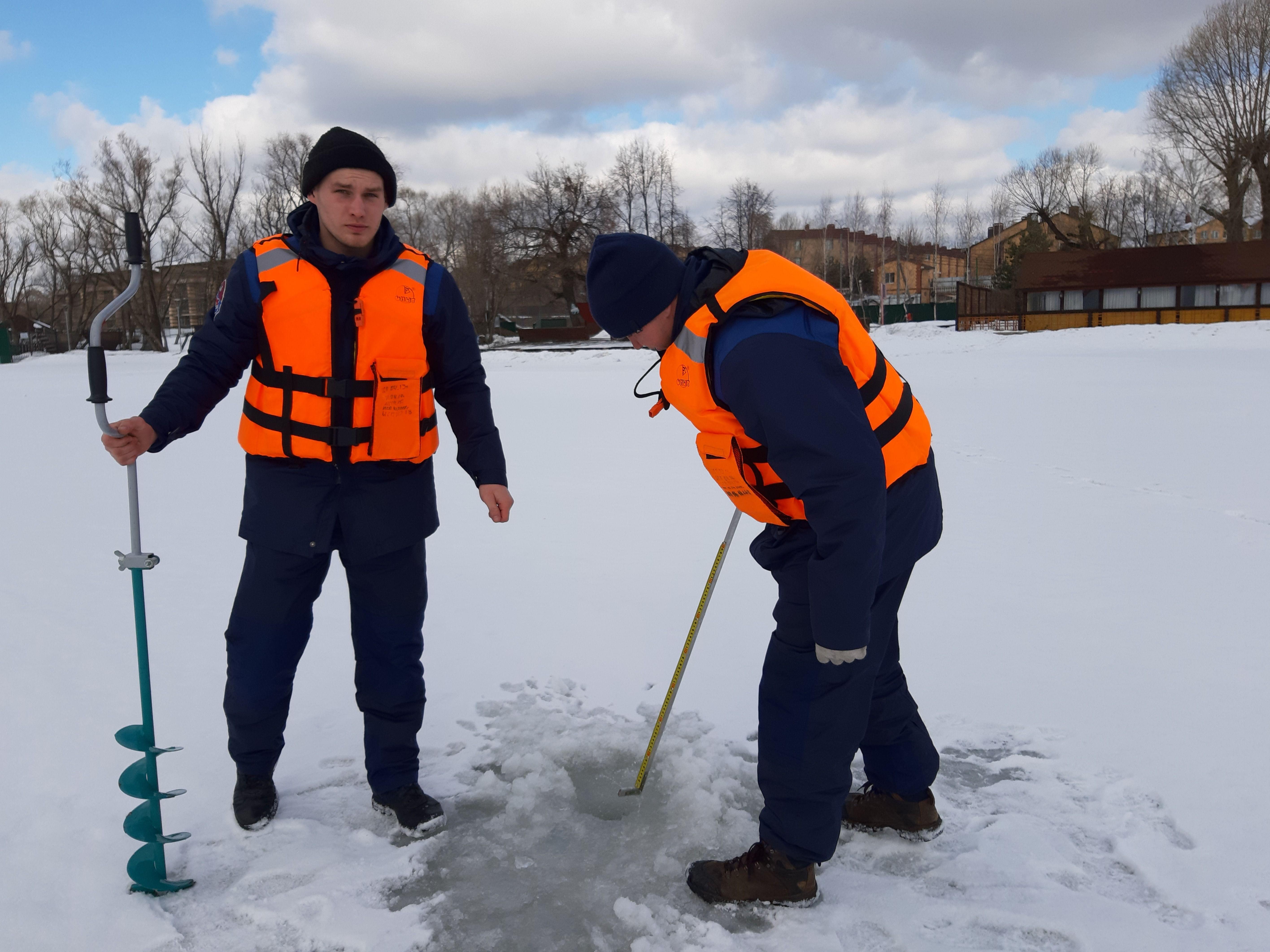 Московские спасатели рассказали жителям Новой Москвы об опасностях тонкого льда