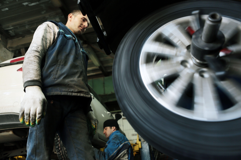 Водителям Москвы посоветовали не менять резину до середины апреля