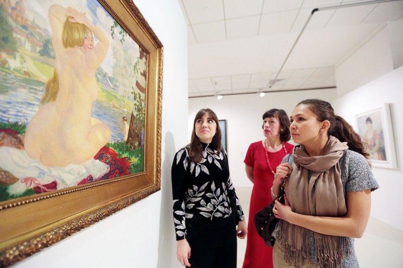 Молодоженов и именинников пригласили на бесплатные экспозиции ВДНХ