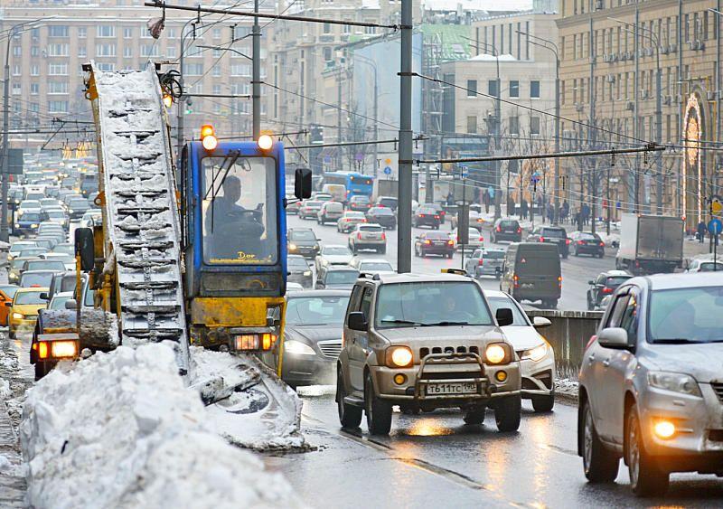Москвичей попросили отложить поездки на личном транспорте до 20:00