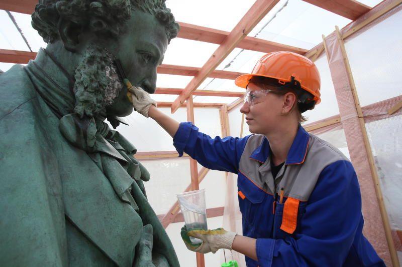 Реставрация памятника А.С.Пушкину. Фото: Антон Гердо