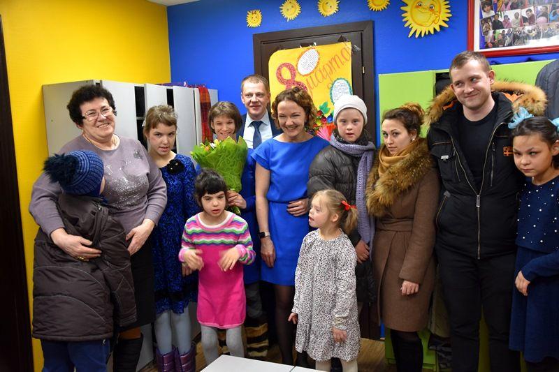Сотрудники полиции УВД по ТиНАО поздравили воспитанниц и педагогов подшефных детских домов