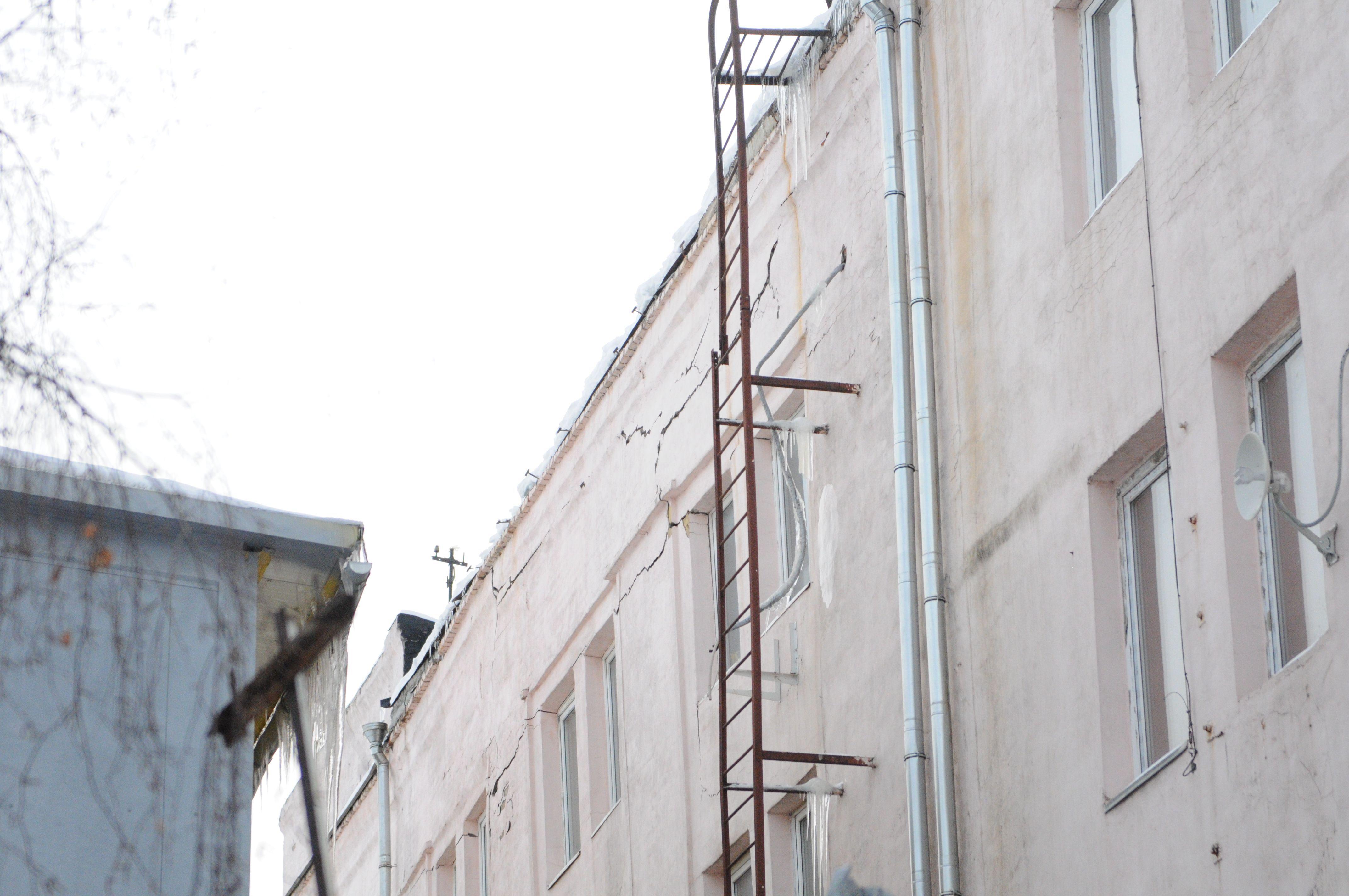 Специалисты отремонтируют фасады и кровли домов в Воскресенском