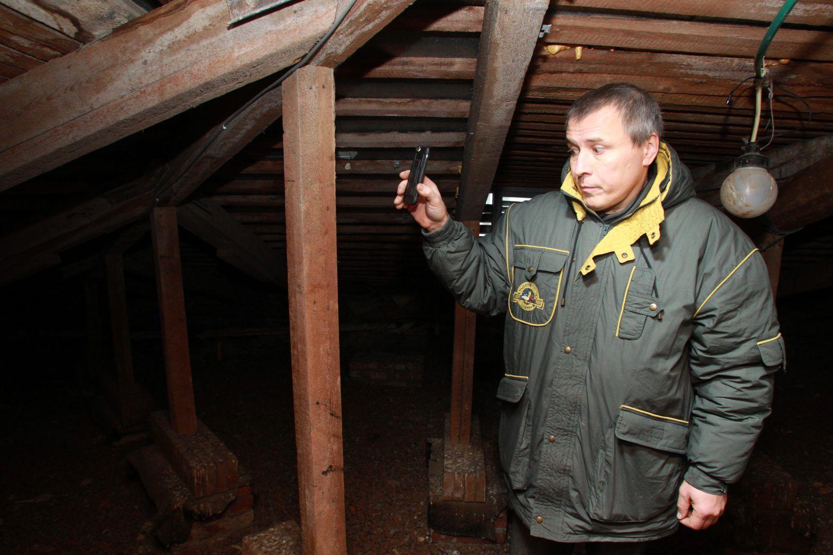 Чердаки и подвалы осмотрели в дома Михайлово-Ярцевского. Фото: Наталия Нечаева, «Вечерняя Москва»