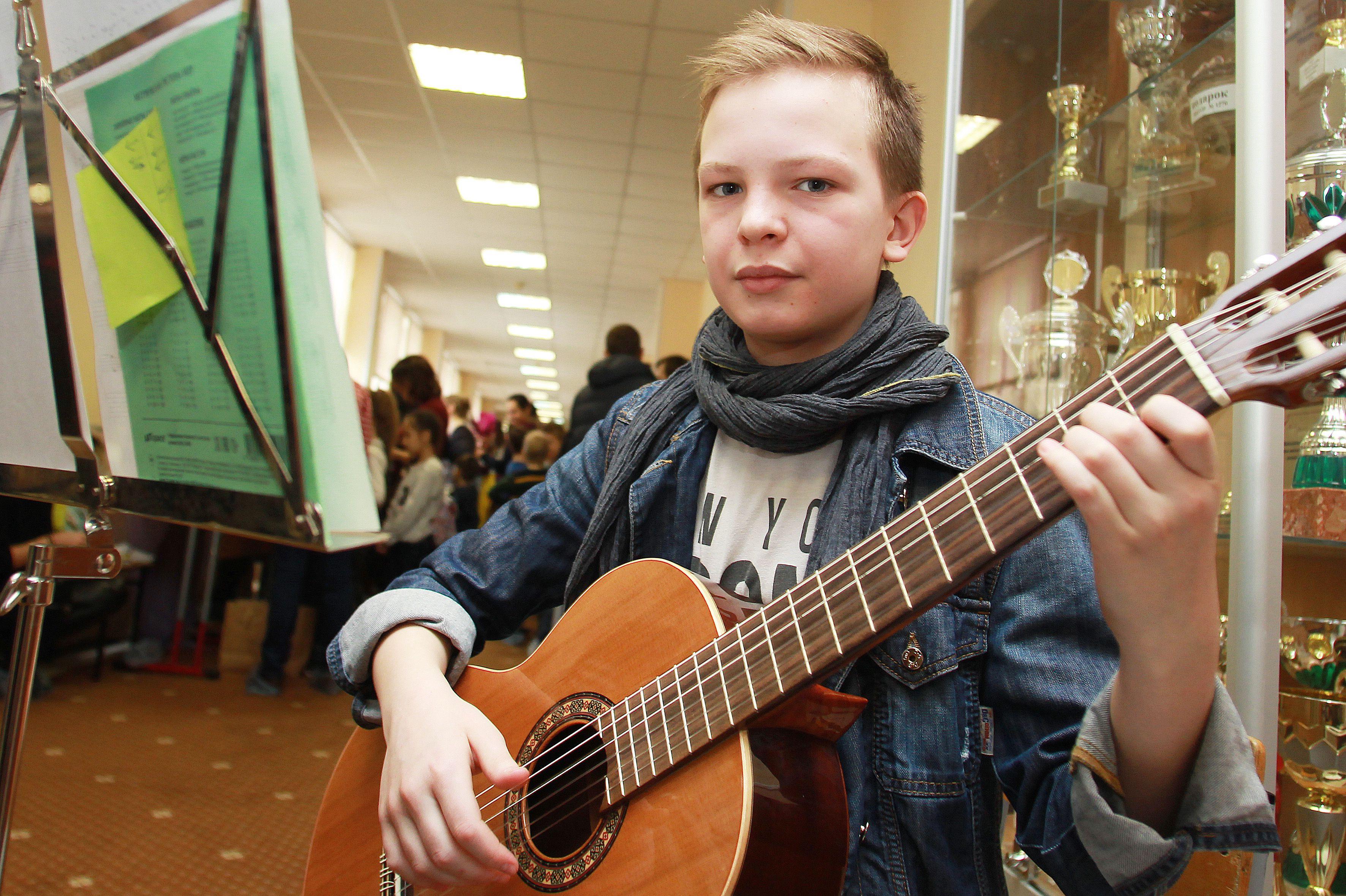 Гитаристы из Десеновского посоревнуются в конкурсе