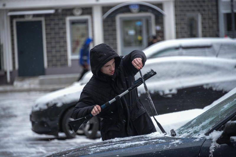 Москвичам напомнили об осторожности на дорогах в плохую погоду