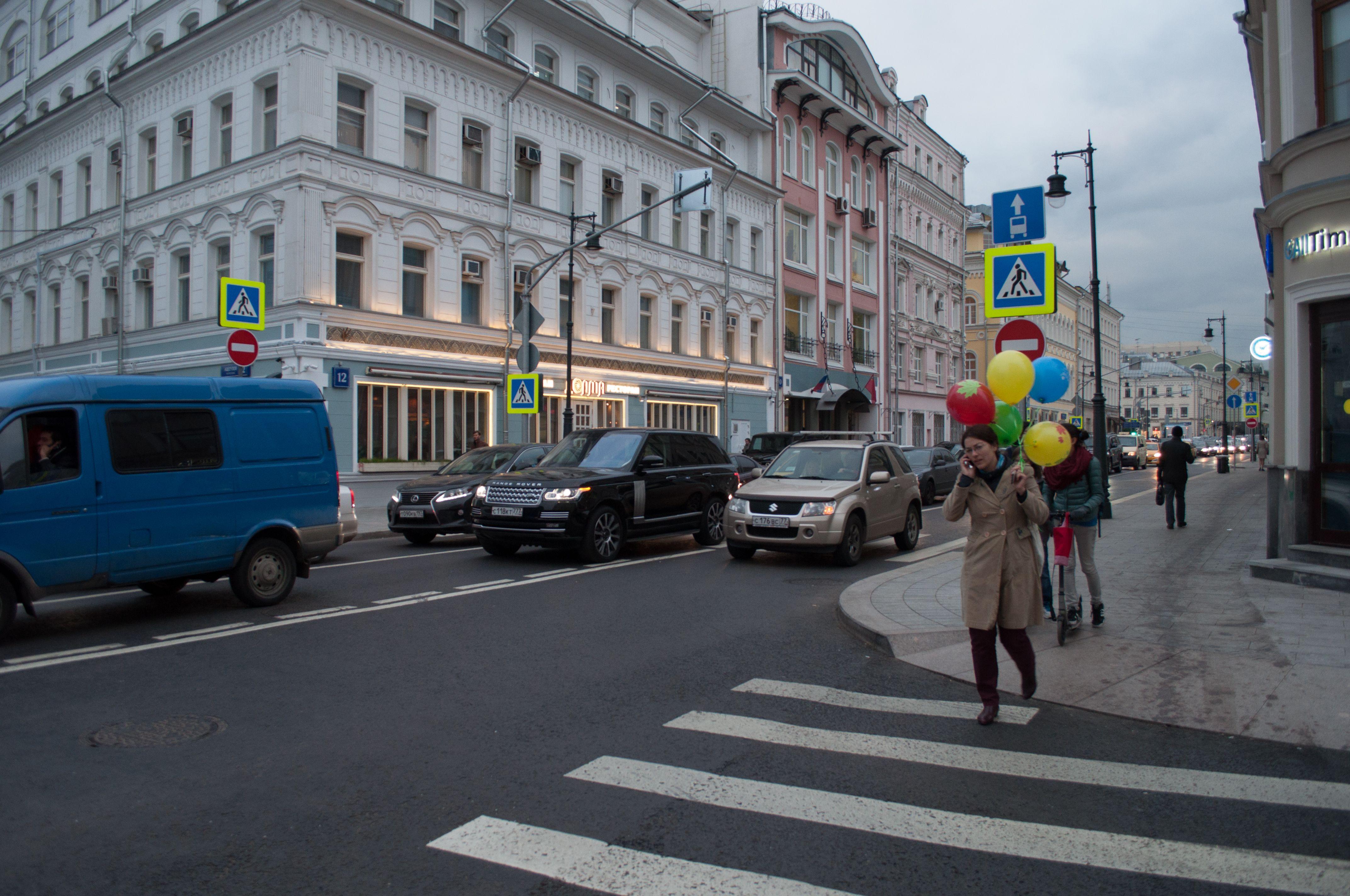 Предупреждающие надписи рядом с пешеходными переходами появятся весной