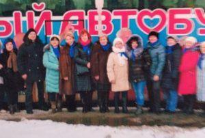 Первая встреча Анатолия (второй слева) и Галины (седьмая слева). Фото из личного архива