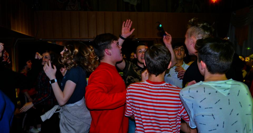 Молодежную дискотеку организовали в Вороновском