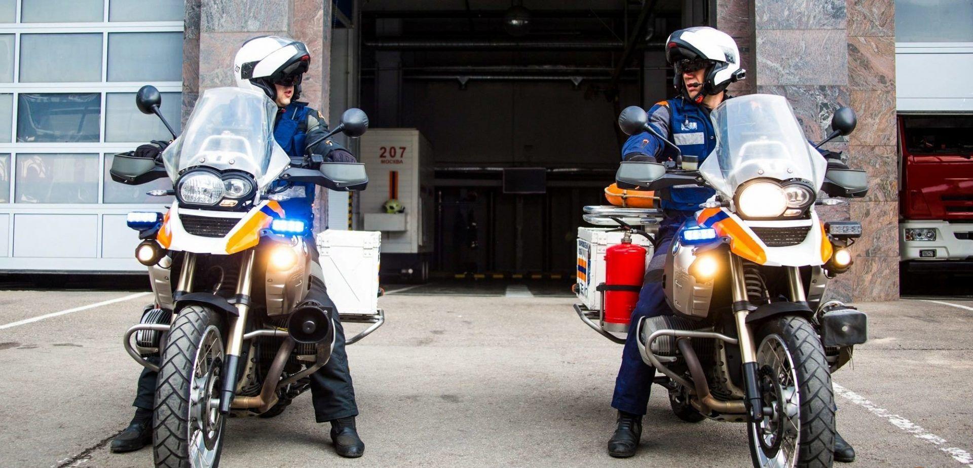 Спасатели показали возможности мотогруппы быстрого реагирования. Фото: Пресс-служба Управления по ТиНАО Департамента ГОЧСиПБ