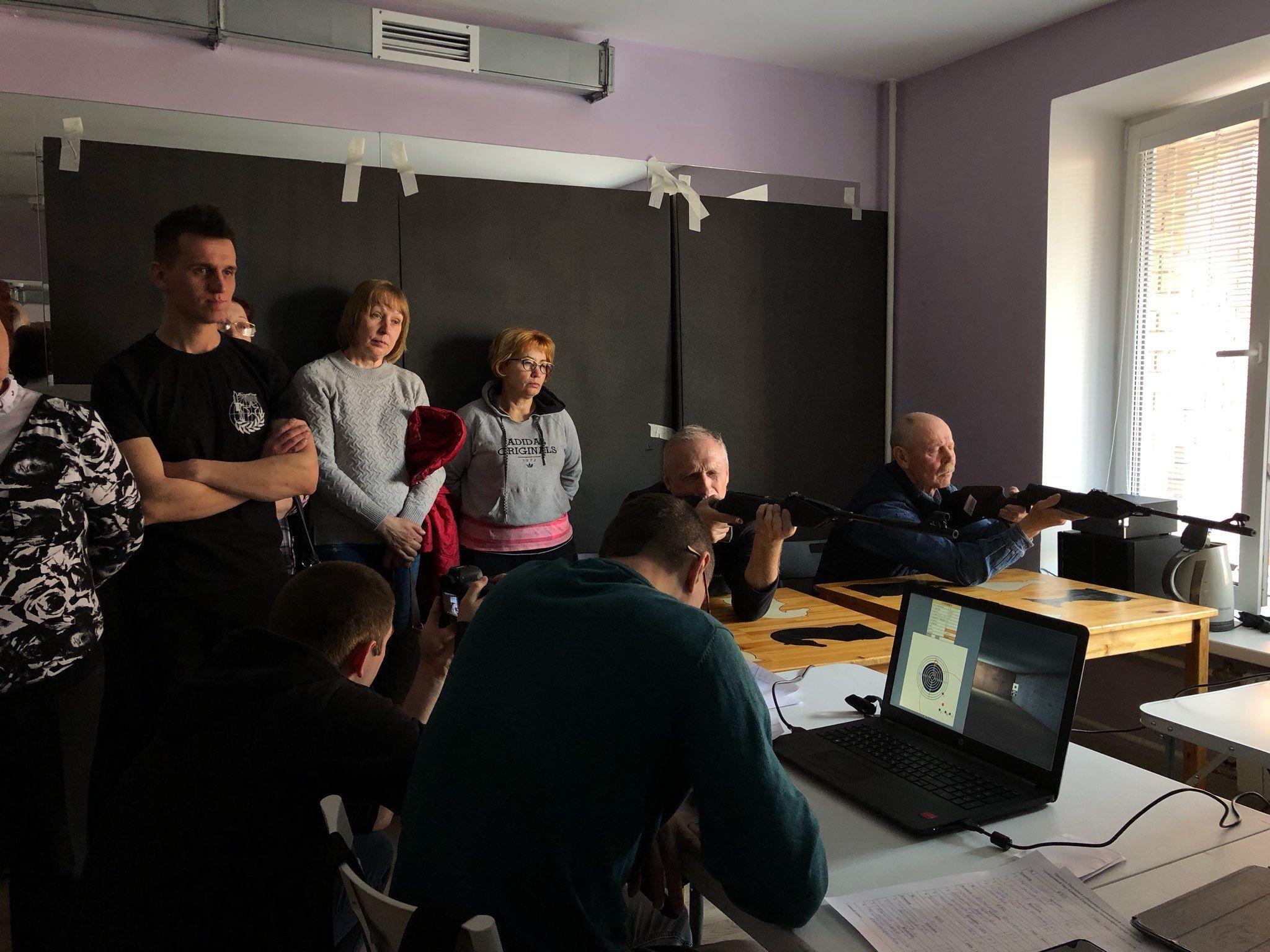 Победительницей в соревнованиях «Электронный тир» стала жительница Вороновского