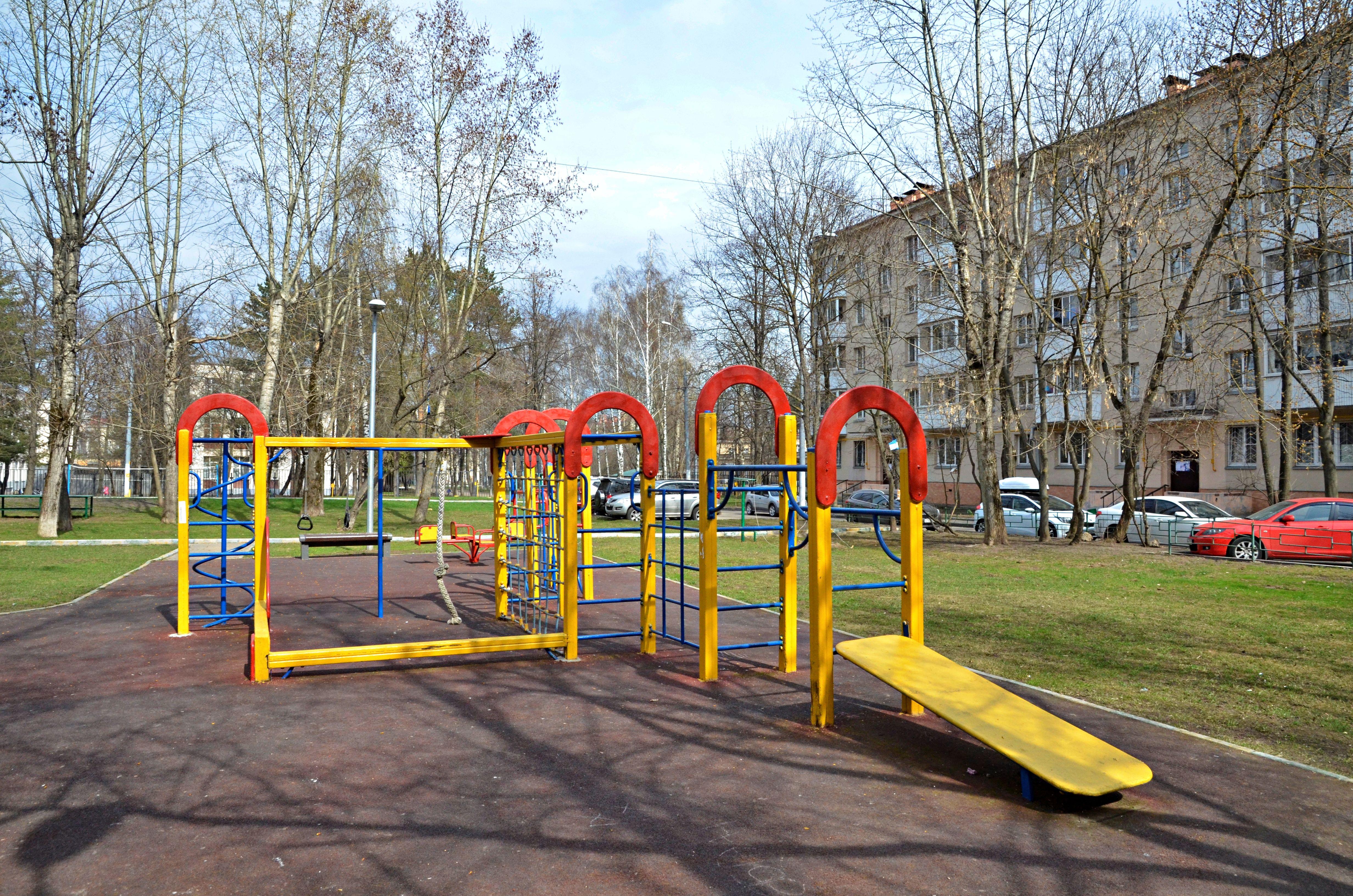 Детские и спортивные площадки реконструируют в Краснопахорском