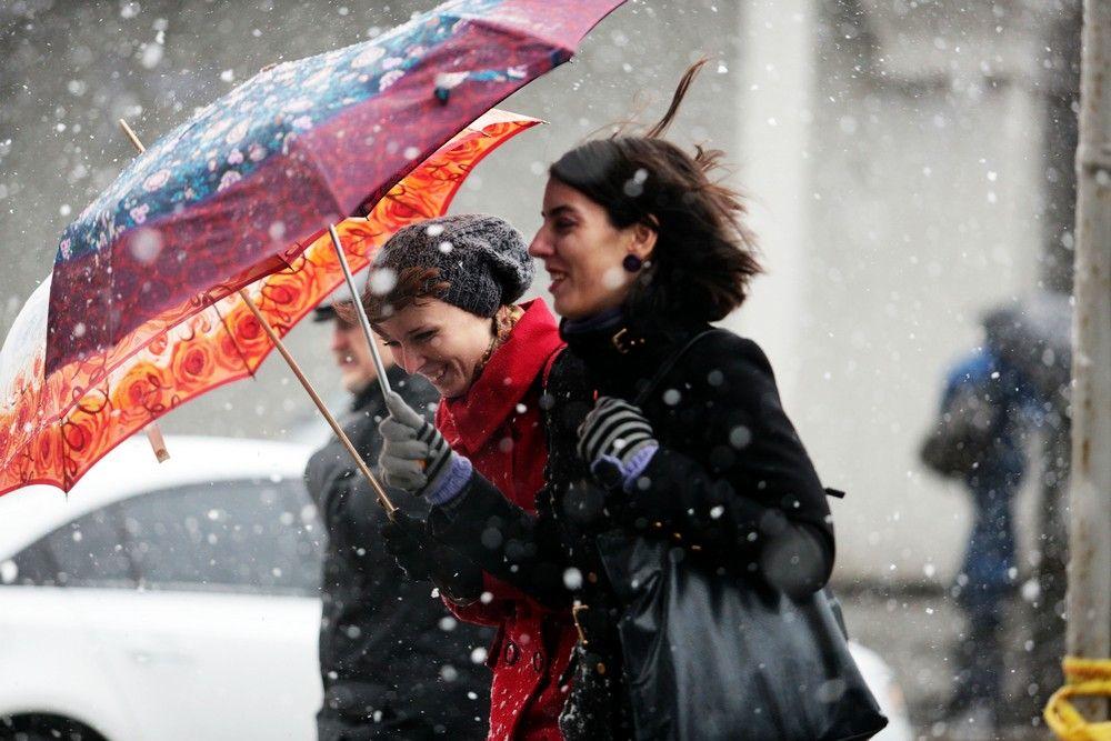 Погода в воскресенье удивила москвичей снегопадом