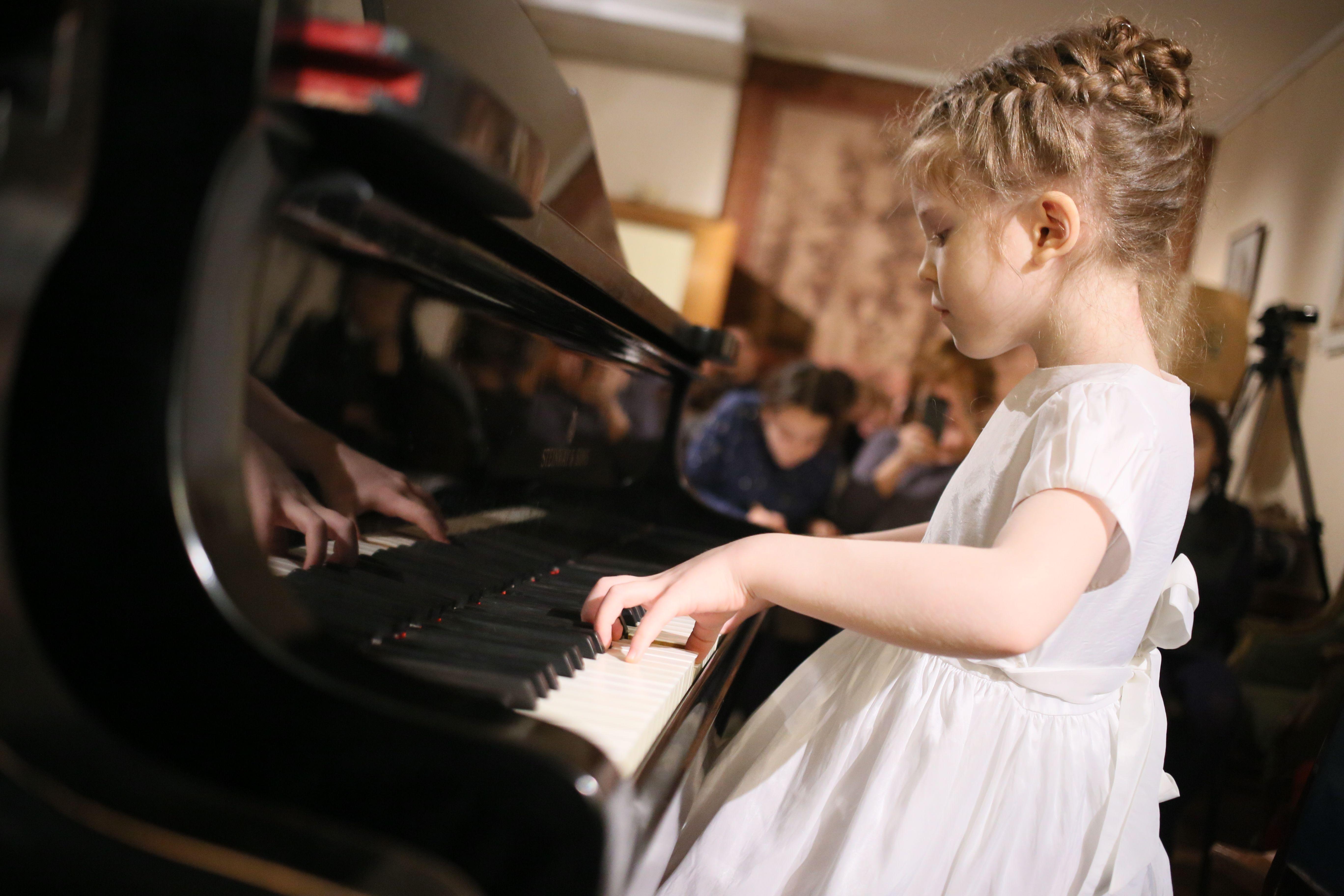 На сцену вышли музыканты от 7 до 14 лет. Фото: Антон Гердо, «Вечерняя Москва»