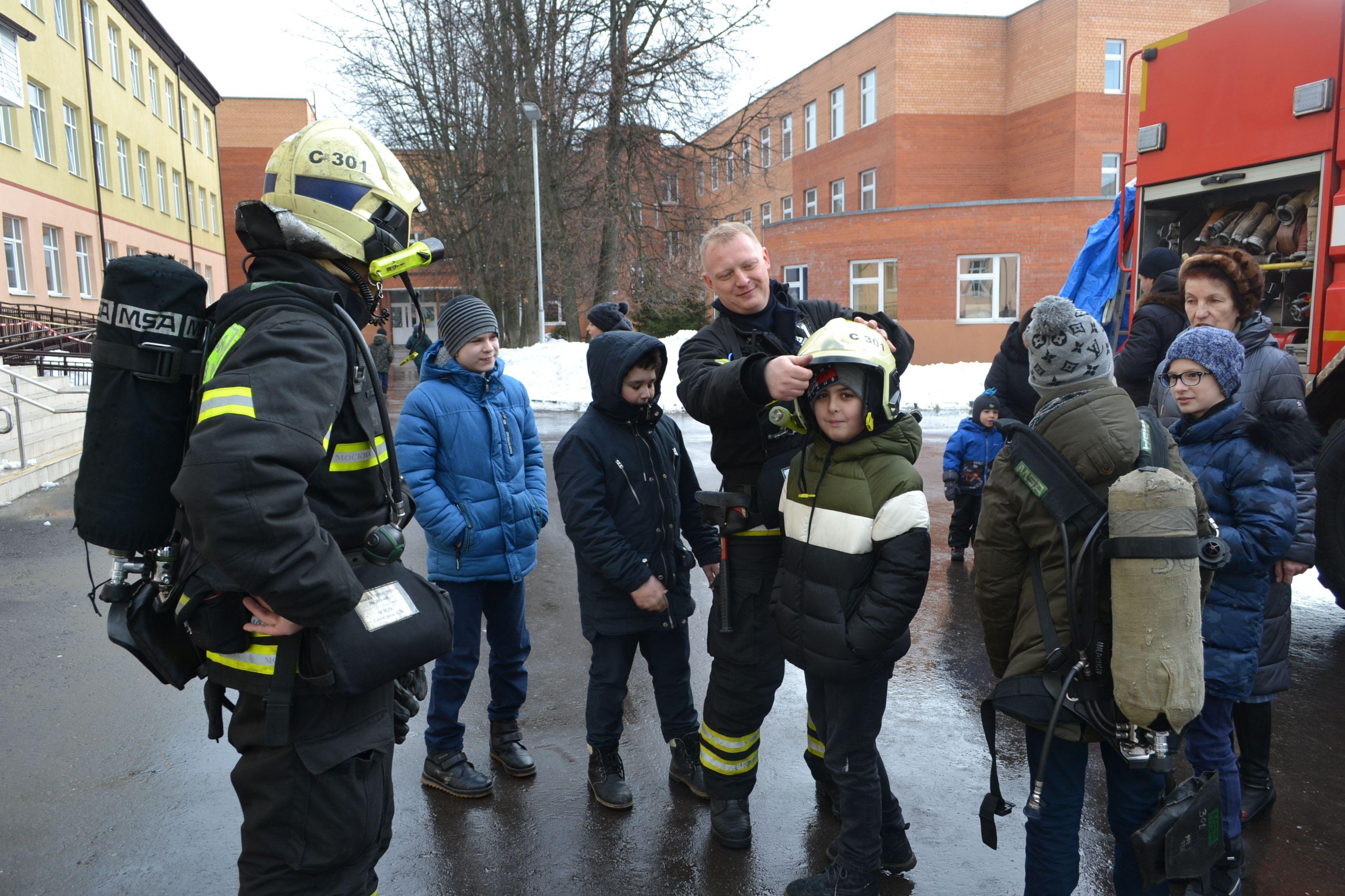 Пожарные Новой Москвы напомнили правила безопасных весенних каникул