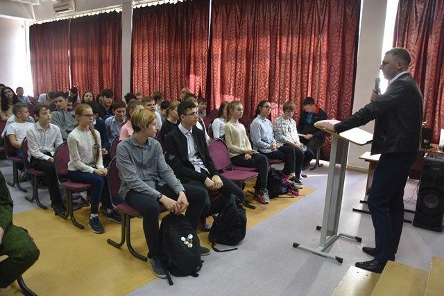 В рамках общероссийской оперативно-профилактической операции полицейские Новой Москвы информируют школьников округа о вреде наркотиков