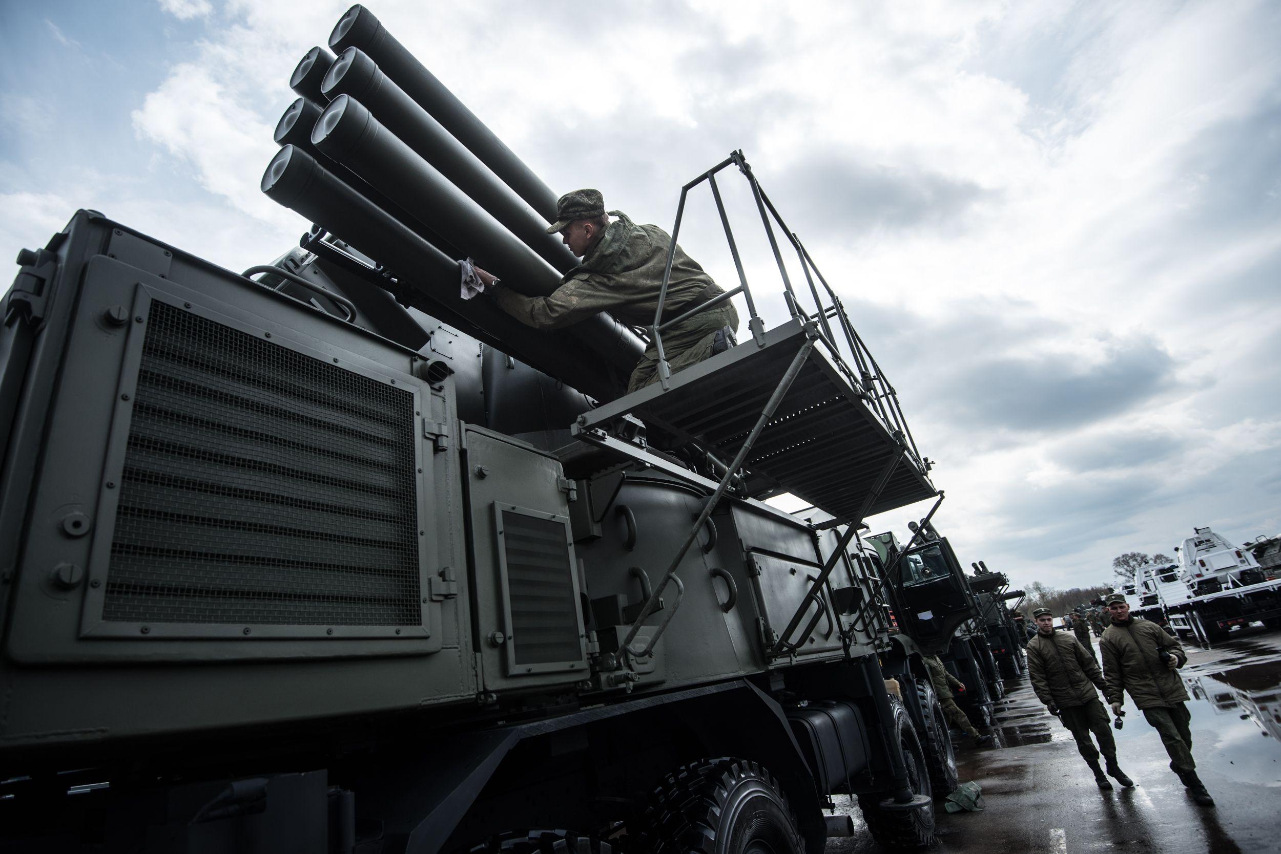 Москва получила военную технику для парада Победы