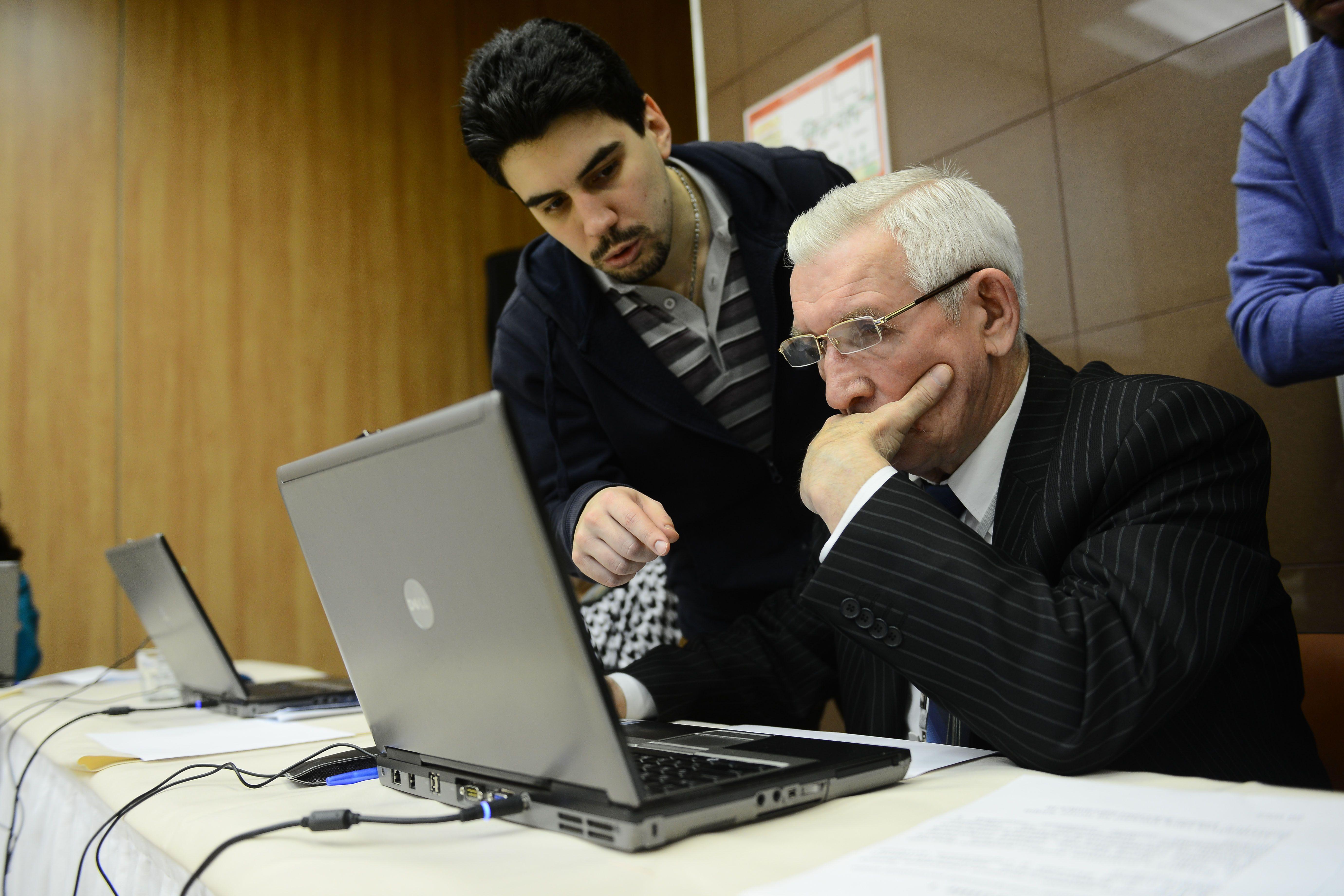Власти помогут москвичам предпенсионного возраста получить новую профессию