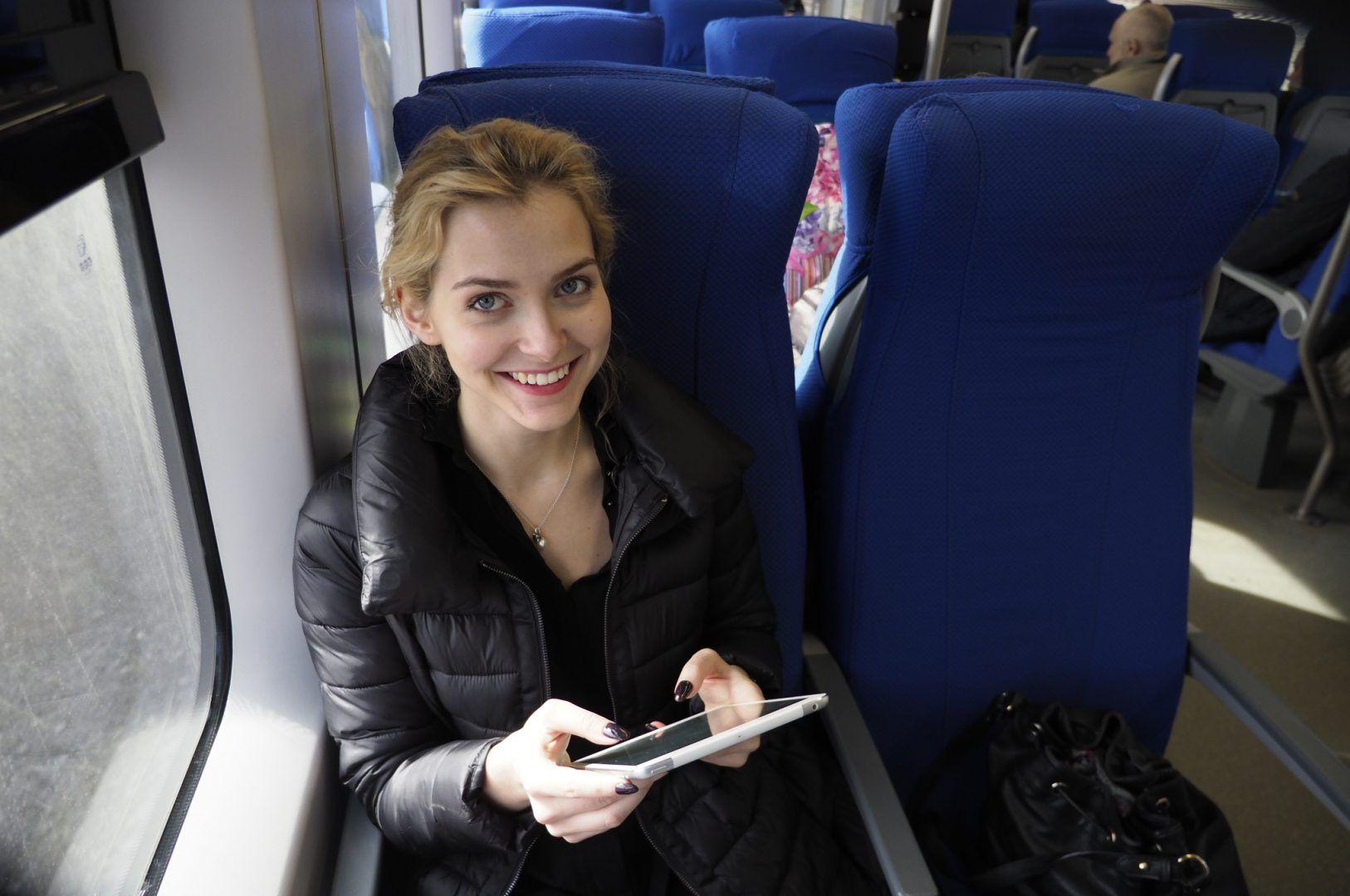 Чаще всего к интернету подключаются пассажиры от 18 до 34 лет. Фото: Антон Гердо
