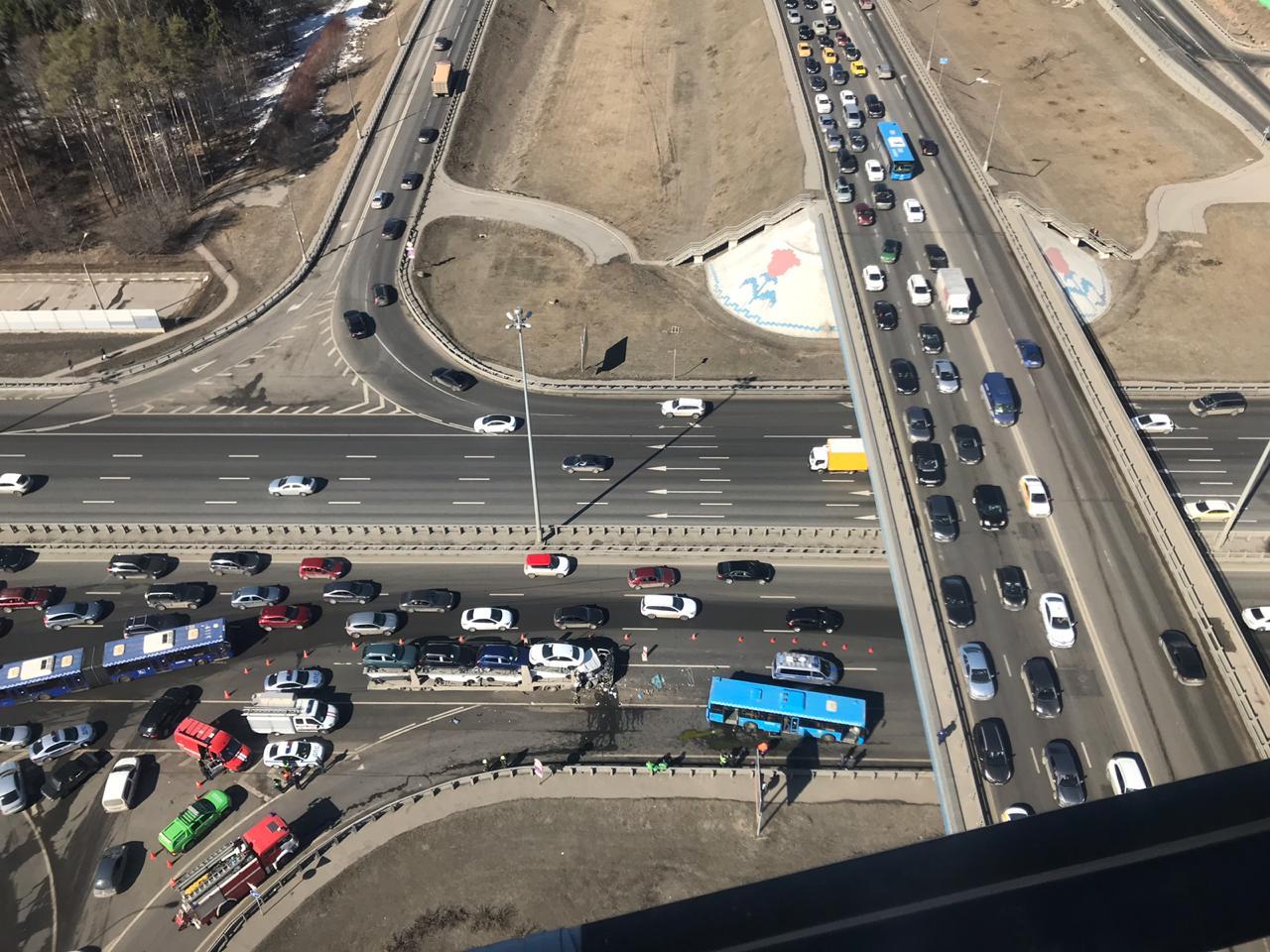 Экипаж дежурного санитарного вертолёта Московского авиационного центра вылетел на 26км Киевского шоссе