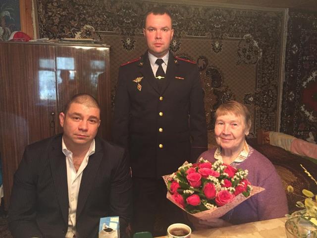 Сотрудники полиции  УВД по ТиНАО поздравили своих коллег-ветеранов с праздничной датой